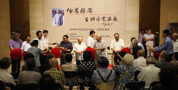 依旧潇洒——王铁成书画展在中国美术馆开幕式剪彩
